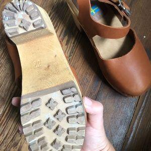 Mia Shoes - MIA Abba clog heel in luggage